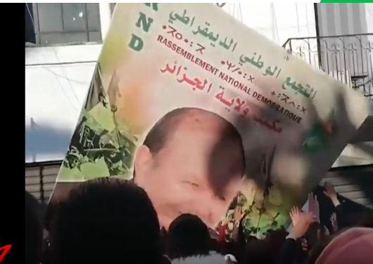 """غليان بالجزائر رفضا لتثبيت الرئيس بوتفليقة لـ""""الأبد"""""""